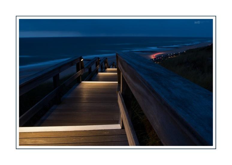 Beleuchteter Holz-Steg